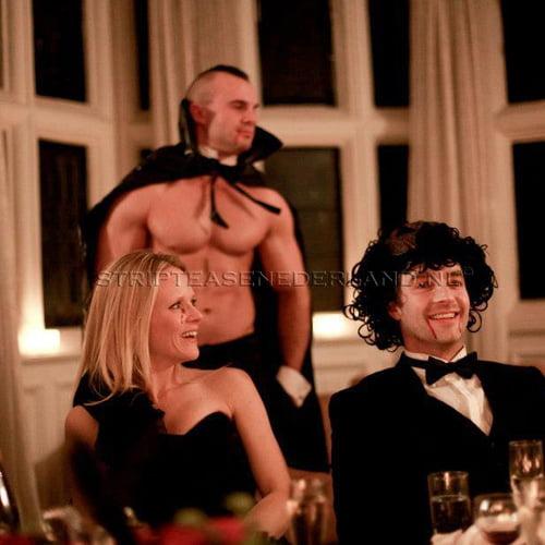 naakte butler in Zaandam voor halloween feest