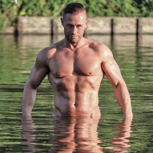 stripper Flex in het water boeken